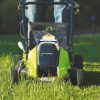 košenje trave z vrtno kosilnico greenworks